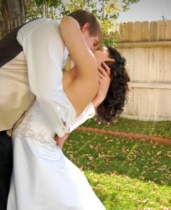 Según Croydon, una prostituta intercambia sexo por dinero, mientras que las mujeres en un matrimonio (o en pareja) reciben bienes más subjetivos, como apoyo emocional y económico, sustento de los hijos, estatus social.